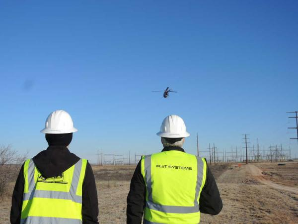 出典:http://amarillo.com/news/latest-news/2016-02-03/xcel-energy-turns-drones