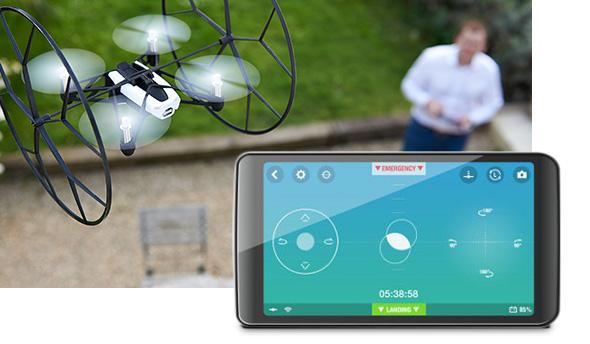 出典:http://www.microsoftstore.com/store/msusa/en_US/pdp/Parrot-MiniDrones-Rolling-Spider/productID.306962600